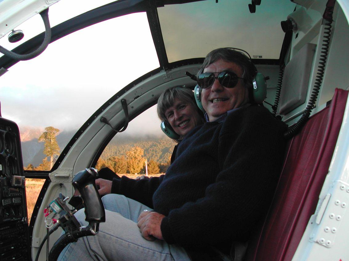 נהנים מהטיסה מעל קרחוני קוק בניו זילנד